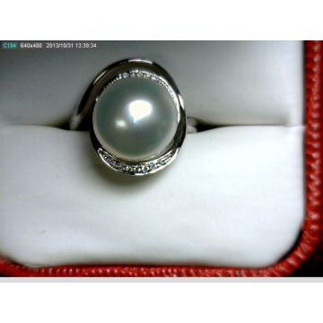 Nelson Lady's White 18 Karat Bypass Pearl Ring